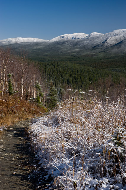sentier-montagne-neige